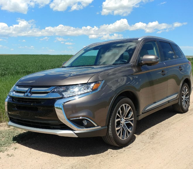 2018 Mitsubishi Outlander Is Low-Cost Family Goodness